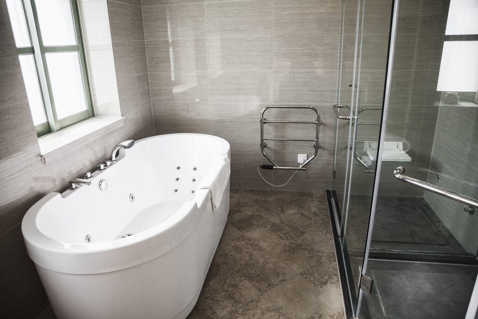 Make Your Small Bathroom Look More Elegant with Chic Shower Doors