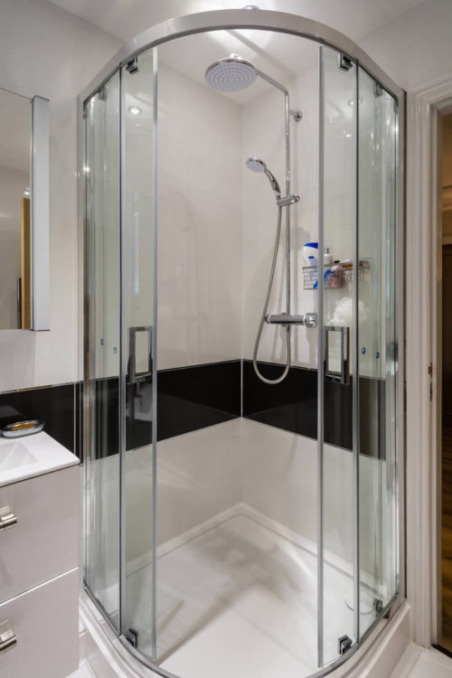 Tips On Residential And Commercial Glass - Commercial bathroom enclosures